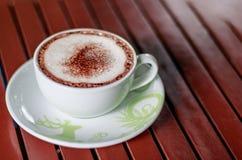 Chocolate en una taza Fotos de archivo libres de regalías