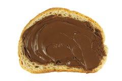 Chocolate espalhado em uma fatia de pão Fotos de Stock Royalty Free