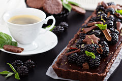 Chocolate ganache tart with blackberries Royalty Free Stock Images