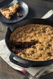 Chocolate hecho en casa caliente Chip Skillet Cookie Fotos de archivo libres de regalías