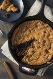 Chocolate hecho en casa caliente Chip Skillet Cookie Imagen de archivo libre de regalías