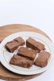 Chocolate hecho en casa de las abuelas en la placa blanca Imágenes de archivo libres de regalías