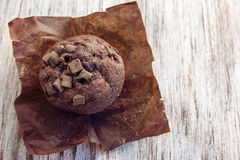 Chocolate muffin on white wooden Royalty Free Stock Photography