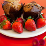 Chocolate muffins with strawberries Royalty Free Stock Photos
