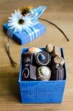 Chocolate na caixa azul Fotografia de Stock Royalty Free