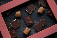 Chocolate no preto a tabela velha Fotografia de Stock Royalty Free