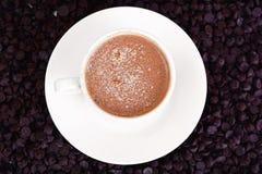Chocolate para cocer, confitería, decoración con la taza de Cappuccin Fotos de archivo
