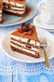 Chocolate, quark y Prune Layer Cake Foto de archivo