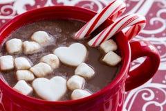 Chocolate quente com doces e cookies Imagens de Stock