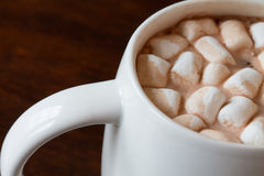 Chocolate quente com marshmallows Imagem de Stock Royalty Free
