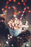 Chocolate quente do Natal em uma tabela de madeira rústica Imagens de Stock Royalty Free