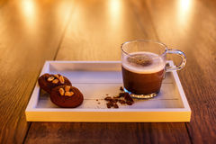 Chocolate quente e bolinhos Foto de Stock Royalty Free