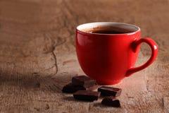 Chocolate quente e partes do chocolate Imagens de Stock Royalty Free