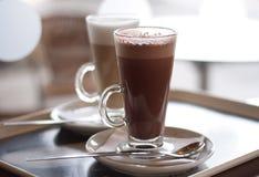 Chocolate quente em uma classe alta Fotografia de Stock