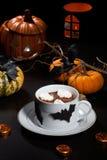 Chocolate quente para Dia das Bruxas Foto de Stock Royalty Free