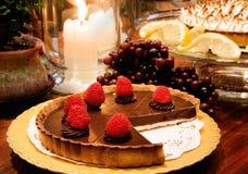 Chocolate Rasberry Torte de Bubbies do cozinheiro chefe foto de stock royalty free