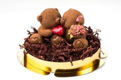 Chocolate sob a forma dos ursos com um coração Imagem de Stock Royalty Free