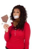 Chocolate sujetado con cinta adhesiva boca de la mujer del afroamericano Fotos de archivo libres de regalías