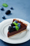 Chocolate tart with blackberries and blueberries Royalty Free Stock Photos