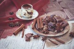 Chocolate y especias del café turco de la taza Fotos de archivo libres de regalías
