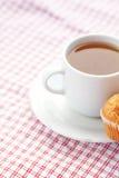 Chocolate y mollete en tela de la tela escocesa Fotografía de archivo