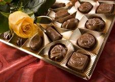 Chocolate y rosas Imagen de archivo