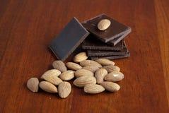 Chocolate y tuercas Fotografía de archivo libre de regalías