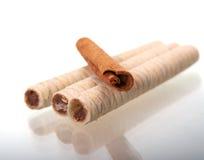 Chocolategaufre con i bastoni di cannella Fotografie Stock Libere da Diritti