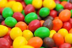 Chocolates coloridos Fotos de Stock Royalty Free