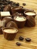 Chocolates com café, close up Fotos de Stock Royalty Free