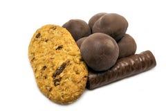 Chocolates com cookies deliciosas Fotografia de Stock