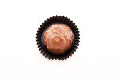 Chocolates con las tuercas en un fondo blanco Imagenes de archivo