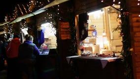 Chocolates de la Navidad en el contador del nuevo almacen de video