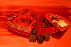 Chocolates de la tarjeta del día de San Valentín Foto de archivo libre de regalías