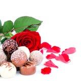 Chocolates de la tarjeta del día de San Valentín, composición de la esquina Fotos de archivo libres de regalías