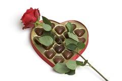 Chocolates de Rose de las tarjetas del día de San Valentín Imágenes de archivo libres de regalías