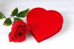 Chocolates del día de tarjeta del día de San Valentín imagen de archivo libre de regalías