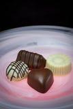 Chocolates del día de tarjetas del día de San Valentín Fotos de archivo