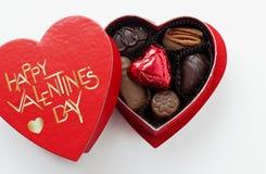 Chocolates del día de tarjetas del día de San Valentín Imagenes de archivo