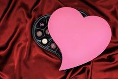 Chocolates del día de tarjetas del día de San Valentín del St Imagen de archivo