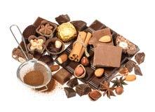 Chocolates deliciosos isolados no fundo branco Imagem de Stock