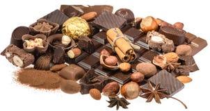 Chocolates deliciosos isolados no fundo branco Fotos de Stock Royalty Free