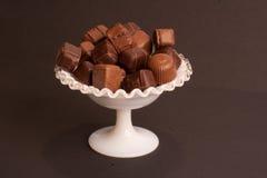 Chocolates em um prato imagens de stock