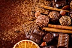 Chocolates, especias y nueces finos Fotografía de archivo libre de regalías