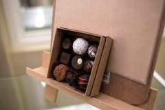Chocolates hechos a mano del artesano foto de archivo