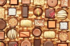 Chocolates lujosos en caja Fotografía de archivo libre de regalías