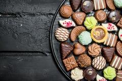 Chocolates na bandeja fotos de stock royalty free