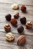 Chocolates no fundo de madeira cinzento Fotografia de Stock Royalty Free