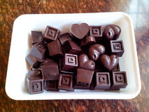 Chocolates no recipiente Fotografia de Stock Royalty Free