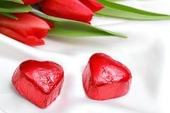Chocolates para el día de tarjeta del día de San Valentín Foto de archivo libre de regalías